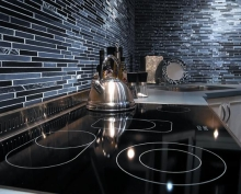 Linear-Glass-and-Stone-Backsplash.jpg